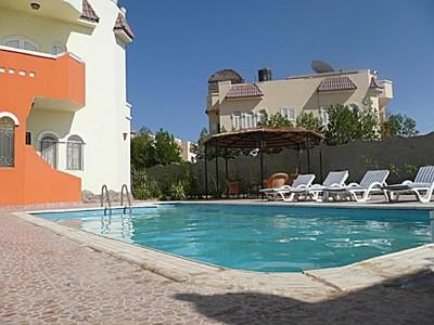 Vakantie villa met prive zwembad en jaccuzi te huur for Villa met zwembad te huur