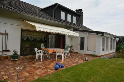 Vastgoed rustig gelegen ruim huis met tuin in de eifel for Huis in de tuin